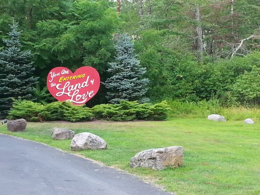 Pocono Palace Report: The Land Of Love In The Poconos
