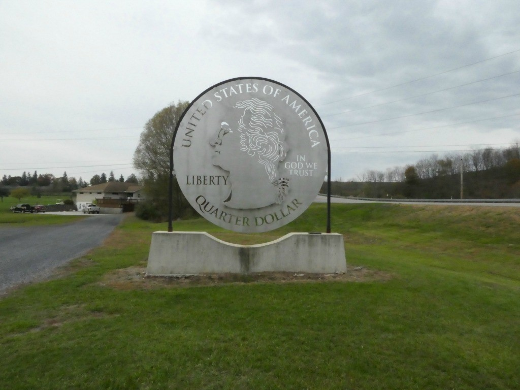 Giant Quarter - Roadside Giants on Lincoln highway